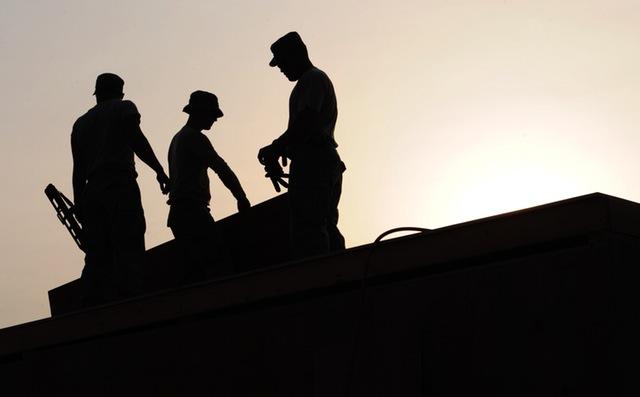PRAVNI SAVETI MLADIM INŽENJERIMA PRAVNI SAVETI MLADIM INŽENJERIMA pravni saveti mladim inŽenjerima PRAVNI SAVETI MLADIM INŽENJERIMA I PODSETNIK MALO STARIJIM (4.DEO) workers construction site hardhats 38293