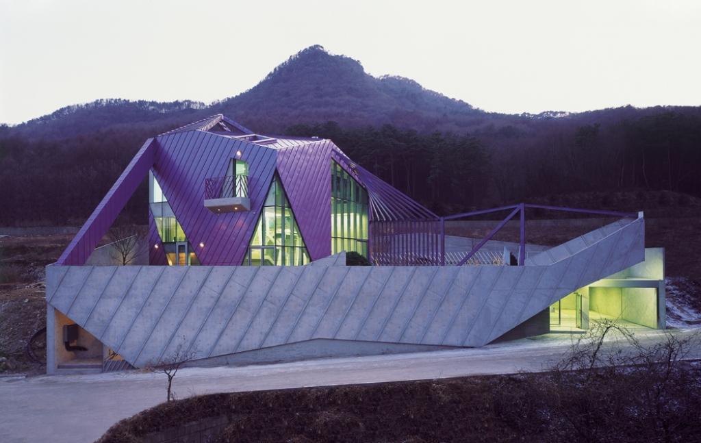 Kuća na purpurnom brdu
