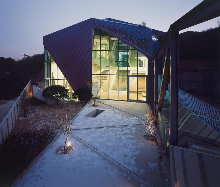Kuća na purpurnom brdu kuća na purpurnom brdu Kuća na purpurnom brdu 03