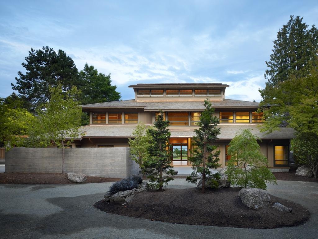 Kuća sa puno drvenih detalja