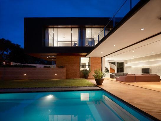 Moderna kuća sa dvoristem 17