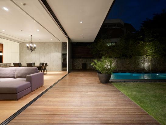 Moderna kuća sa dvoristem 18