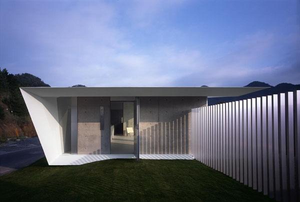 Minimalistička kuća F-HOUSE (FOTO)