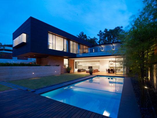Moderna kuća sa dvoristem 16