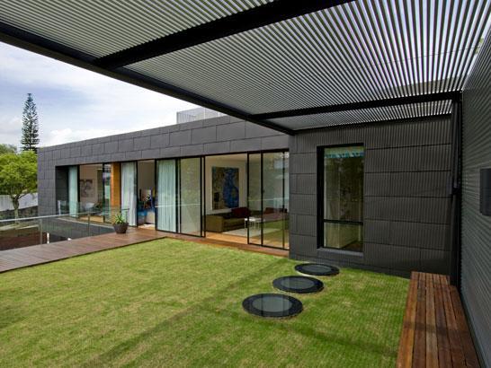 Moderna kuća sa dvoristem 7